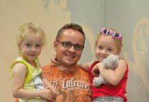 Mariusz Chojnowski z dziećmi